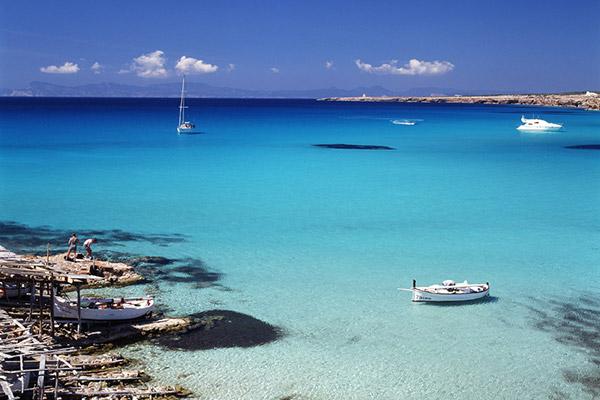 Formentera auténtica, casetas varadero y llauts