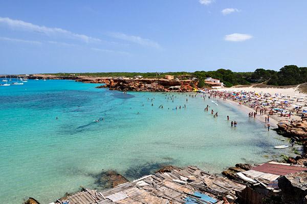 Dos playas con encanto, Playa de Mitjorn y Cala Saona