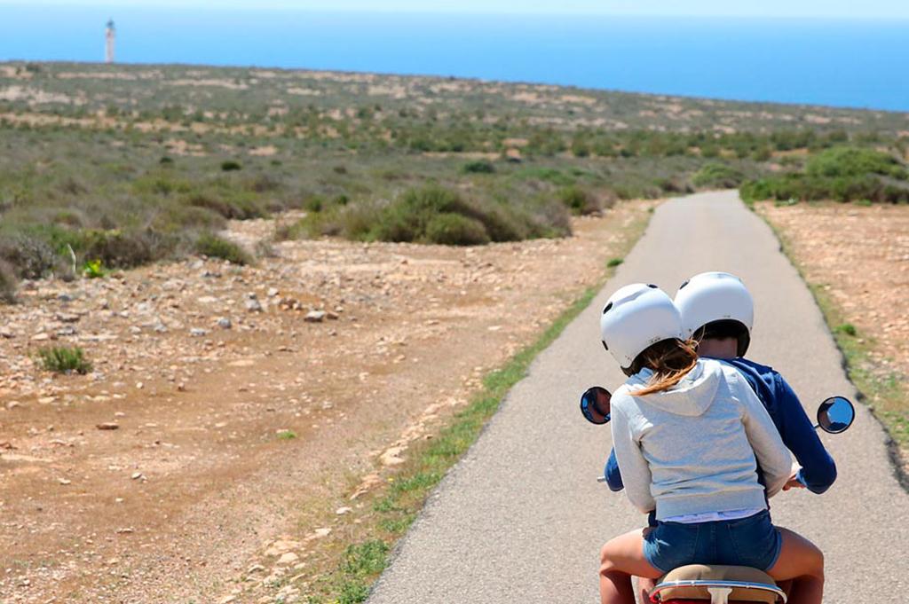 3 Rutas en moto para visitar Formentera